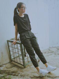 Top - old navy pants - uniqlo shoes - fila x folder ray. Korean Girl Fashion, Korean Street Fashion, Tomboy Fashion, Work Fashion, Fashion Outfits, Fashion Goth, Retro Outfits, Korean Outfits, Cool Outfits