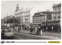 1988 Plzeň, zastávka u Synagogy, foto Pavel Dolejš.
