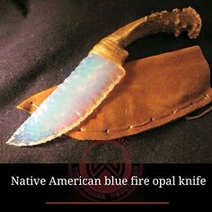 Beautiful Native American Fire Opal Stone Blade Knife with Deer Antler Handle and Sinew Binding. Artisan is Cherokee craftsman Bear Paw / on. Pretty Knives, Cool Knives, Knives And Swords, Unique Knives, Katana, Knife Making, Making Tools, Rocks And Minerals, Native American Indians