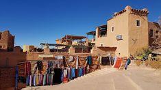 Un'altra interessante città del sud del Marocco è Ouarzazate (in arabo ورززات; in berbero ⵡⴰⵔⵣⴰⵣⴰⵜ Warzazat). Questa cittadina di modeste dimensioni (circa 56000 abitanti) è un ottimo punto base per poter esplorare il sud del Marocco ma anche e soprattutto il deserto del Sahara.  Come arrivare a Ouarzazate  Arrivare a Ouarzazate è relativamente semplice. Si può prendere un autobus da una delle principali città come Casablanca o la più vicina Marrakech oppure pagare un trasporto privato o un…