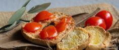 Una frisella con pomodorini se non avete voglia di cucinare.  www.saporipugliesi.it |