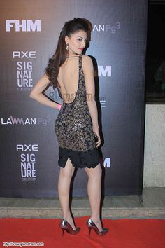 Urvashi Rautela In Backless at Backless Bollywood Babes picture gallery picture # 9 : glamsham.com