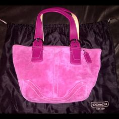 Coach Medium Leather Bag Magenta pink. EXCELLENT condition. Barely used. Zipper closure. Throw it over your shoulder or put it on your arm. Comfortable strap. Comes with bag protector and leather brush. Beautiful, fun shade of pink! Coach Bags Shoulder Bags