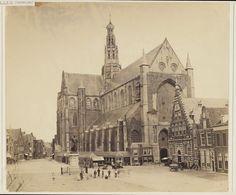 Grote Markt met de Vishal en de Grote of St. Bavokerk.                                                      Foto 1860                                                            Fotograaf: Anoniem