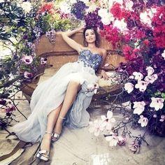 Dannii Minogue (older sister, Kylie Minogue, is also a pop singer) Ƹ̴Ӂ̴Ʒ♡εїз♡ƸӜƷ Dannii Minogue for Harper's Bazaar Australia December 2014 Fashion Cover, Work Fashion, Fashion Advice, Women's Fashion, Dannii Minogue, Kylie Minogue, Harper's Bazaar, Budget Fashion, Floral Fashion