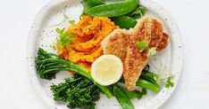 Almond-crusted chicken with miso pumpkin mash Vegetarian Stir Fry, Vegetarian Dinners, Healthy Dinners, Clean Dinners, Easy Dinners, Low Calorie Recipes, Diet Recipes, Healthy Recipes, Recipies