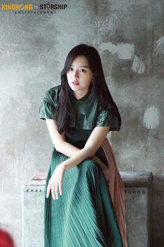 [배우 김지원] 홍보요정과 함께한 DAY☆ : 네이버 포스트 Korea Fashion, Asian Fashion, Park Ji Soo, Cut Out People, Asian Model Girl, Kim Ji Won, Beautiful Asian Girls, Pretty Woman, Beauty