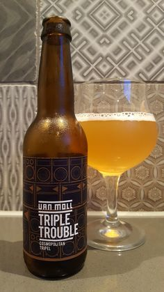 Van Moll Craft Beer Triple Trouble Cosmopolitan Tripel 8,5% Cosmopolitan, Craft Beer, Beer Bottle, Mugs, Drinks, Vase, Breakfast Nook, Ale, Bottles