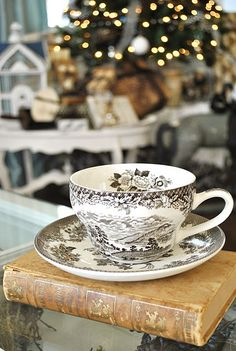 I want this tea cup, love the black & white design.