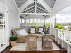 Historic Queenslander for sale at 15 Hamel Street in Camp Hill. Hamptons Style Homes, Cottage Style Homes, Pub Design, House Design, Queenslander House, Cottage Exterior, Australian Homes, Dream Decor, Outdoor Rooms