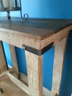 Pallet Pimms table with metal corner braces.