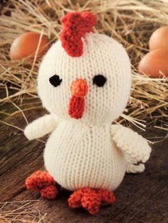 Casi muero de amor con este pollito. Es de lo mas tierno que vi! Y se puede tejer en amarillo si lo quieren bien parecido al Pollito Pío. Aquí les comparto las instrucciones. Tamaño Unos 18 cm. de alto. Materiales 80 gramos de lana color blanco agujas Nro. 4 Una pequeña cantidad de lana color rojo, negro y naranja para [...] Knitted Dolls, Crochet Toys, Knit Crochet, Hello Kitty, Diy And Crafts, Lily, Easter, Baby Shower, Christmas Ornaments