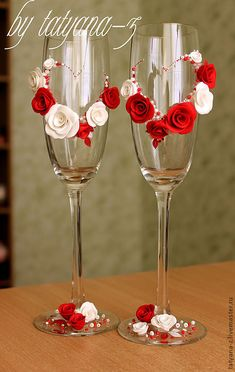 Hand made by Tatyana Gurova Bride And Groom Glasses, Wedding Wine Glasses, Diy Wine Glasses, Glitter Glasses, Decorated Wine Glasses, Wedding Champagne Flutes, Glitter Wine, Painted Wine Glasses, Wine Glass Crafts