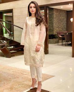 Pakistani Dresses Casual, Pakistani Wedding Dresses, Bridal Dresses, Casual Dresses, Fashion Dresses, Lace Skirt, Kamiz, Punjabi Suits, Woman Clothing