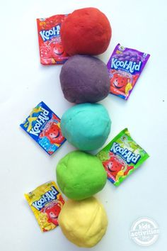 Play dough made from Kool-aid? MorePlay dough made from Kool-aid? Koolaid Playdough, Homemade Playdough, Homemade Crafts, Summer Crafts, Summer Fun, Fun Crafts, 5 Min Crafts, Edible Crafts, Quick Crafts