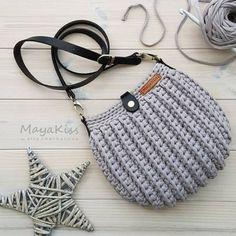 Faça e Lucre: 11 modelos de bolsa pequena de fio de malha Diy Crochet Bag, Crotchet Bags, Crochet Bag Tutorials, Wire Crochet, Knitted Bags, Crochet Handbags, Crochet Purses, Crochet Backpack Pattern, Mochila Crochet