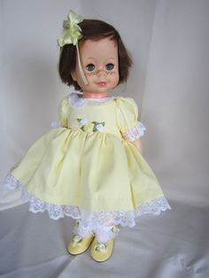 """"""" LITTLE SINGIN' CHATTY"""" SINGS FOR YOU! In Yellow Dress Brunette FREE SHIPPING! #DollswithClothingAccessories"""