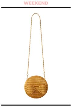 リボンがガーリーなラタンのラウンドポシェット。ポシェット¥13,000/ANATELIÉR(アナトリエ 新宿ルミネ店)