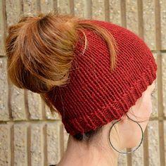 6 modèles gratuits au tricot de bonnets pour queue de cheval
