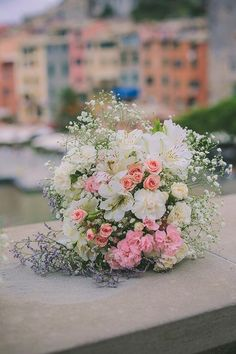 A romantic bridal bouquet | Brides.com