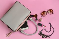 Is your purse holding you back financially? Learn the feng shui guidelines for maximizing your purses' mojo for more wealth, opportunities and success. 10 tips show you how to maximize your purse to its full potential. Feng Shui Rules, Feng Shui Items, Feng Shui Art, Whats In Your Purse, What's In Your Bag, Country Contemporary Decor, Feng Shui Office, Feng Shui History, Feng Shui Colours
