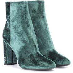 Saint Laurent Loulou 95 Velvet Ankle Boots (53.620 RUB) ❤ liked on Polyvore featuring shoes, boots, ankle booties, heels, ankle boots, velvet, green, yves saint laurent boots, velvet booties and green ankle boots