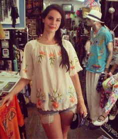 Lana Del Rey shopping