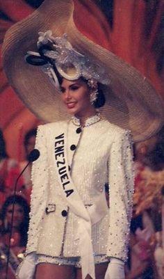La Presentación en las Preliminares de Miss Venezuela Minorka Mercado, en el concurso de Miss Universe 1994 desde Filipinas.