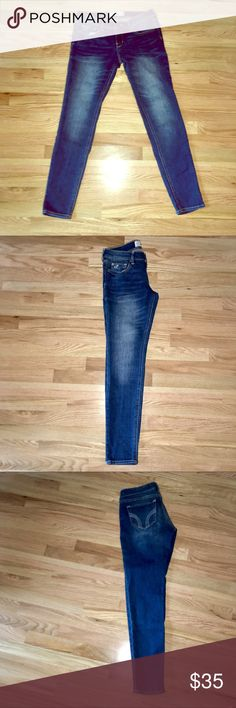 Hollister Skinny Jeans Cute, like-new (only worn once).   Size 5S (5 Short)  W 27  L 29  Feel free to place an offer! Hollister Jeans Skinny