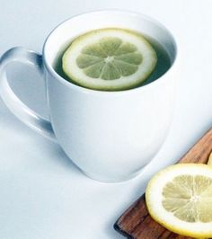 Healthy: Why You Should Drink Warm Water & Lemon Colon, C'est Bon, Fitness Nutrition, Health And Beauty, Fruit, Drinks, Healthy, Tableware, Matins