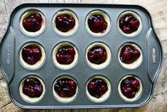 Mini kersentaartjes | Kookmutsjes Snacks Für Party, Party Treats, Delicious Cake Recipes, Yummy Cakes, Cherry Tart, Mini Pies, Pie Cake, Pie Dessert, Mini Desserts