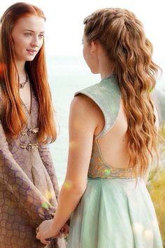 Margaery tyrell and Sansa Stark ~ Game of Thrones Margaery Tyrell, Sansa And Margaery, Game Of Thrones Sansa, Game Of Thrones Costumes, Game Of Trones, Sansa Stark, Mother Of Dragons, Sophie Turner, Costume Design