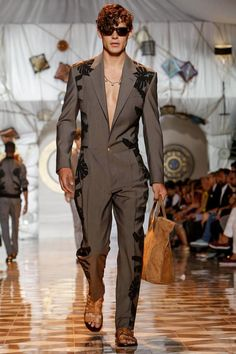 Versace Men's - Spring Summer 2015 - one of the best collections at Milan Fashion Week House Of Versace, Fashion Show, Fashion Design, Fashion Trends, Fashion Styles, Runway Fashion, Look Man, Vintage Versace, Versace Men