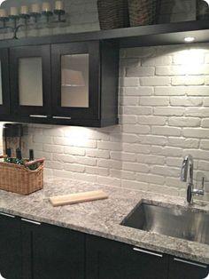 Nice 50 Dreamiest White Kitchen Backsplash Ideas https://homeylife.com/50-dreamiest-white-kitchen-backsplash-ideas/