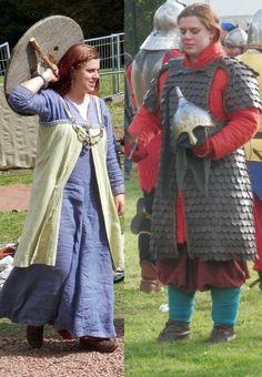 """[viking] bretelle """"tablier"""" et le fichu sur la tête, décor en tresse et collier"""
