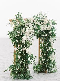 New wedding arch floral beautiful Ideas Wedding Altars, Wedding Ceremony Flowers, Wedding Ceremony Decorations, Ceremony Backdrop, Floral Wedding, Wedding Gazebo, Wedding Venues, Wedding Greenery, Garland Wedding