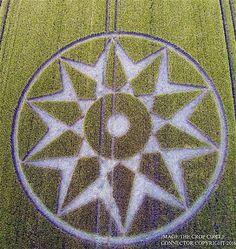 Recente Crop Circle que surgiu no dia 05/06/16 no Reino Unido: uma Estrela de 10 pontas!