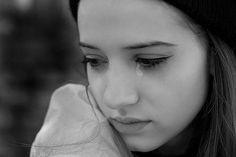 Cerita sedih cinta jarak jauh (LDR) Ikhlas, merupakan salah satu cerita singkat yang berkisah tentang cinta jarak jauh LDR yang serius namun rencana pernikahan namun kandas direngut takdir. Bagaimana kisah sedih cerita cinta jarak jauh LDR yang dimulai dari perkenalan dan pertemanan seorang janda PNS dengan seorang duda berprofesi sebagai dokter gigi ini ? baca selengkapnya pada cerita singkat berikut.