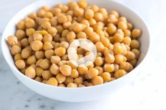 Three easy methods for cooking dried chickpeas including how to cook chickpeas on the stove and in a slow cooker. With video! Smoothie Bowl, Healthy Smoothie, Smoothies, Cooking Garbanzo Beans, Cooking Dried Beans, Cooking Rice, Cooking Beets, Cooking Turkey, Cooking Pasta