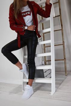 Levi& sweater and faux leather Pull Levi's et pantalon simili cuir Levi& sweater and faux leather pants Legging Outfits, Sporty Outfits, Cute Casual Outfits, Casual Chic, Winter Outfits, Summer Outfits, Work Casual, Chic Outfits, Semi Casual Outfit