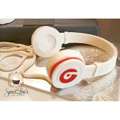 Beats by Dre headphones made out of gumpaste