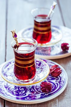 The Red Tea Detox is a new rapid weight loss system that can help you lose several pounds of pure body fat in just 14 days! It involves drinking a special African blend of red tea to help you lose weight fast! Try the recipe today! Istanbul Kebab, Red Tea Benefits, Glace Fruit, Arabic Tea, Turkish Tea, Turkish Cafe, My Cup Of Tea, Tea Ceremony, Detox Tea
