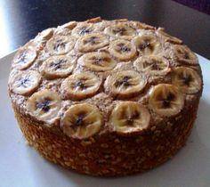Bolo de Banana  * 100kcal por fatia (+/- equivalente às calorias de um pão, 30g de aveia, 3 bolachas de arroz...ainda que macronutrientes com distribuição diferente)  - 4,1g de proteína - 16,8g hidratos de carbono - 2,2g gordura  Opção saudável às papas de aveia por exemplo, para quem fizer papas com aveia, banana e manteiga de amendoim é muito semelhante..só aconselho a acrescentarem uma fonte de proteína à refeição (cada fatia só tem 4g), por exemplo, iogurte grego, fazerem uma calda de…