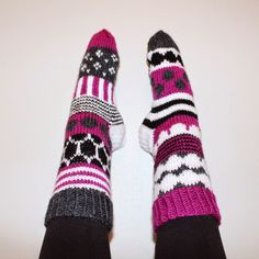 Handmade in Finland. Knitting Stiches, Knitting Socks, Hand Knitting, Knitting Patterns, Crochet Socks, Knit Or Crochet, Marimekko Fabric, Pink Socks, Wool Socks