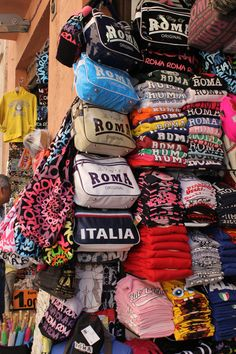 Shopping in Rome, Italy for souvenirs: what to buy now.