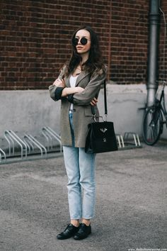 mom jeans fashion blogger, checked blazer, smart casual style