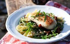 Chicken and pasta in Tuscany style - Broileria ja pastaa toscanalaisittain, resepti Ruoka. Pork, Anna, Meat, Tuscany, Dinner Ideas, Chicken, Style, Kale Stir Fry, Swag