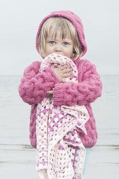 Tytön palmikkoneuletakki Novita Hile | Novita knits