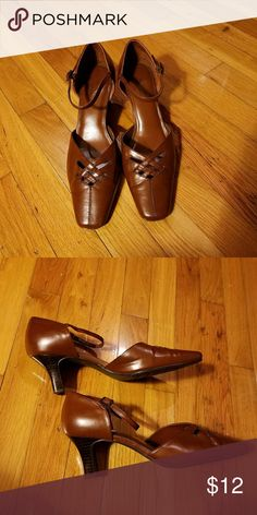 """SALE💛GENTLY USED💛 Size 9W 🌼Hush Puppies Soft Style 🌼2.5"""" heel.  🌼Normal wear. Comfortable shoe! Hush Puppies Shoes Heels"""