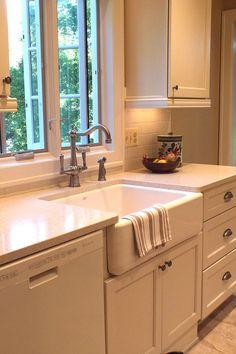 Farm sink, single handle faucet, white cabinets